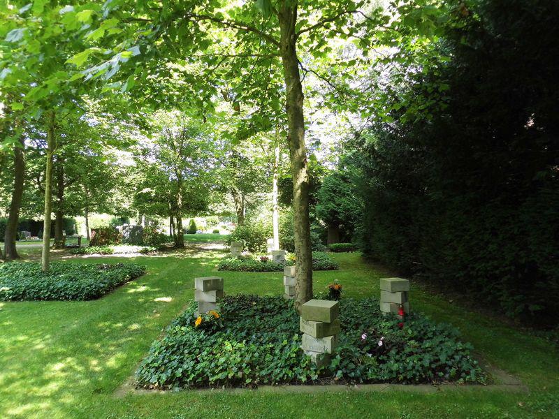 Urnengrab unter Bäumen